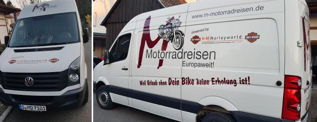 Bedrucktes Werbefahrzeug von M-Motorradreisen