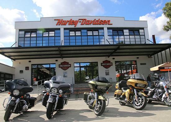 Bei unserem Partner House of Flames Germany findest Du Dein perfektes Mietbike für Deinen Harleyurlaub mit M-Motorradreisen.